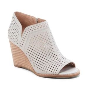 Lucky Brand Jazley Leather Wedge Bootie grey Tan